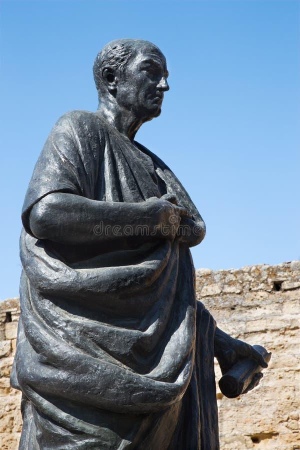 Córdova - a estátua do filósofo Lucius Annaeus Seneca o mais novo por Amadeo Ruiz Olmos fotografia de stock