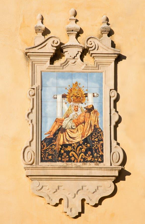 Córdova - o Pieta telhado cerâmico na fachada da igreja Iglesia de San Agostinho fotos de stock