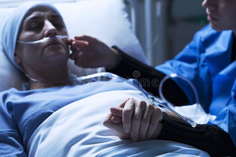 Córki choroby podporowa matka zdjęcie stock