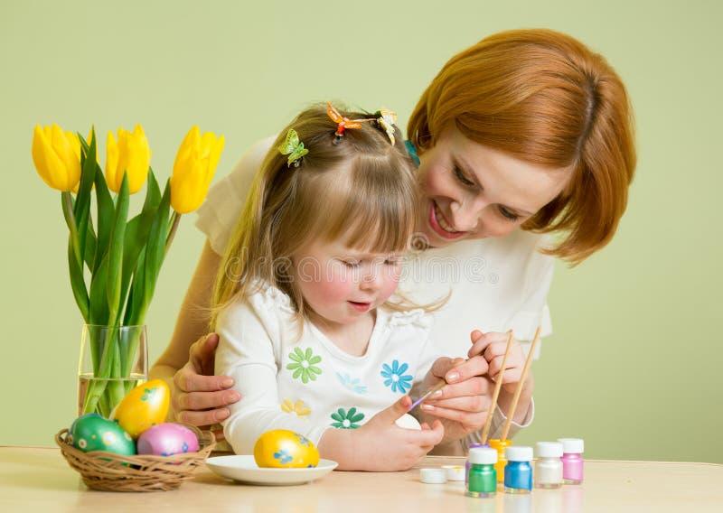 córki Easter jajek macierzysty obraz fotografia stock