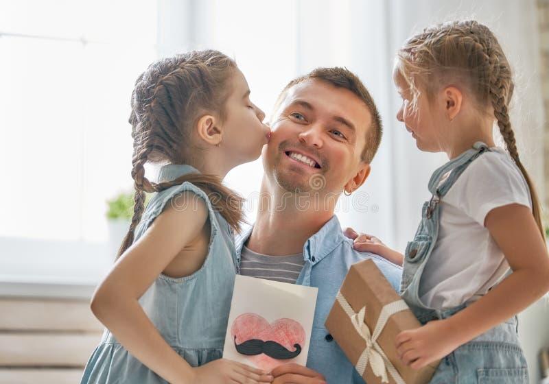 Córki gratuluje tata obraz royalty free