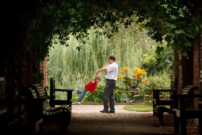 córki ojca ogrodowej rośliny tunel zdjęcie royalty free