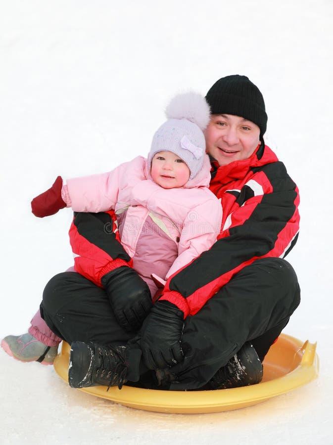córki ojca toczny spodeczka śnieg fotografia royalty free