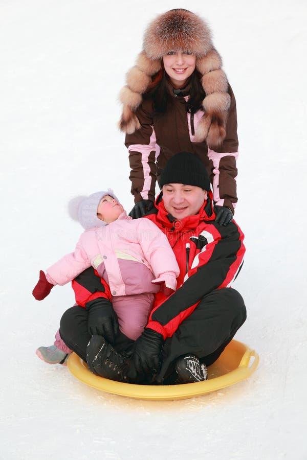 córki rodziców parkowa zima zdjęcia royalty free