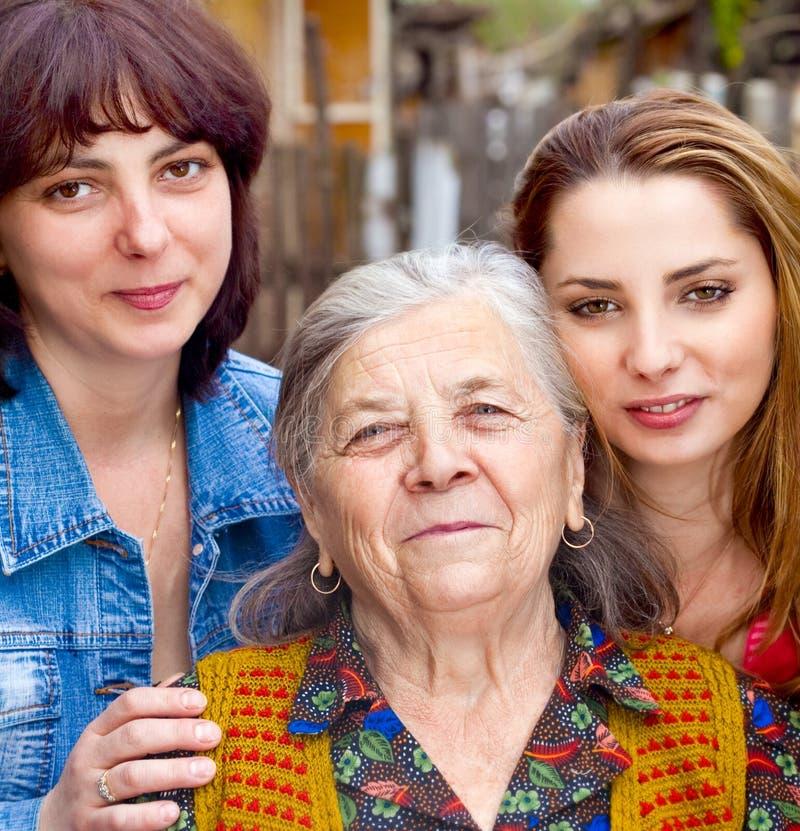 córki rodzinna wnuczki babcia obraz royalty free