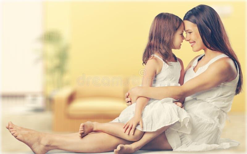 córki szczęśliwa matka wpólnie fotografia stock