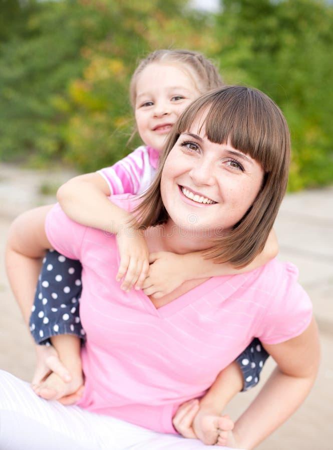 córki szczęśliwi macierzyści portreta potomstwa zdjęcia stock