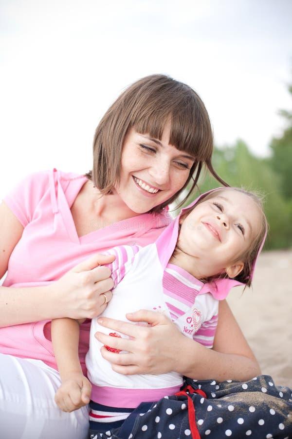 córki szczęśliwi macierzyści portreta potomstwa zdjęcie stock