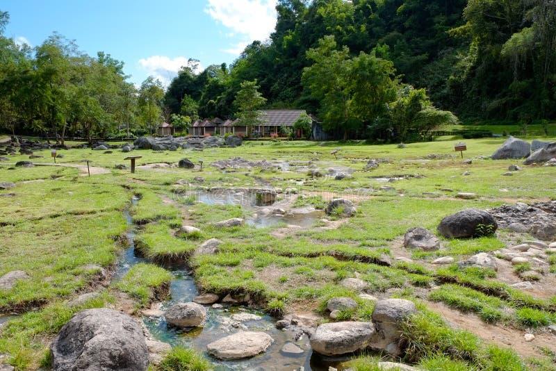 Córrego da mola quente em Fang Hot Spring National Park imagem de stock royalty free