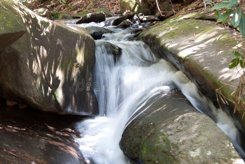 Córrego de pedra do parque estadual da montanha foto de stock