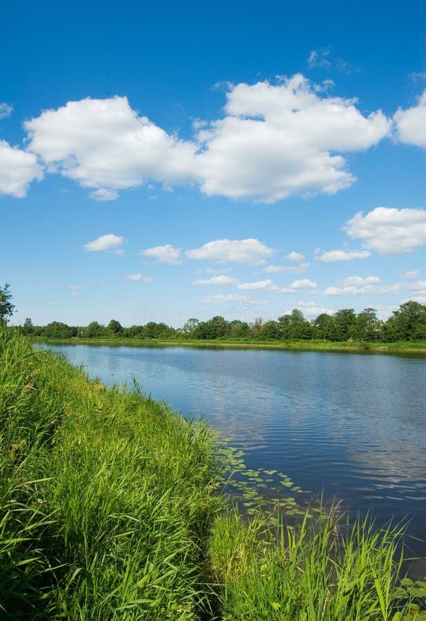 Côté du fleuve photos stock