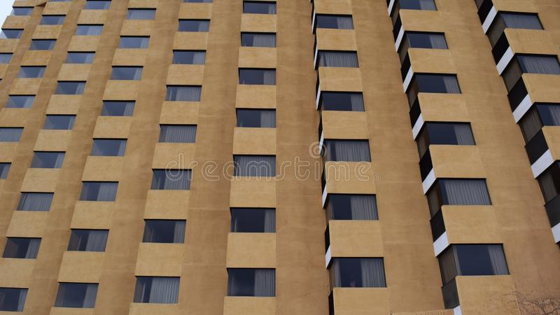 Côté moderne de bâtiment d'hôtel d'architecture image stock