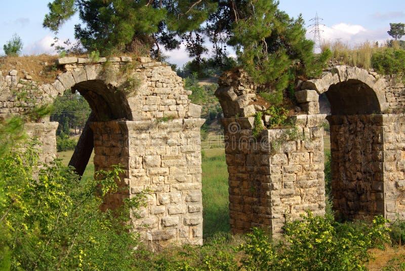CÔTÉ, TURQUIE - juin 2014 : Aqueduc romain près de Manavgat photo libre de droits