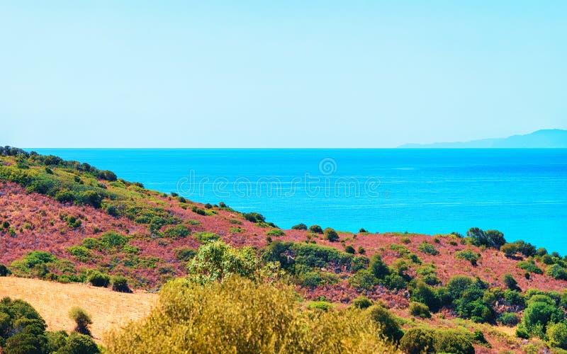 Côte à la mer de Mediterrenian dans Villasimius Cagliari Sardaigne du sud photos libres de droits
