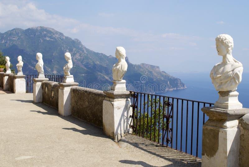Côte d'Amalfi de balcon de Cimbrone de villa de Ravello images libres de droits