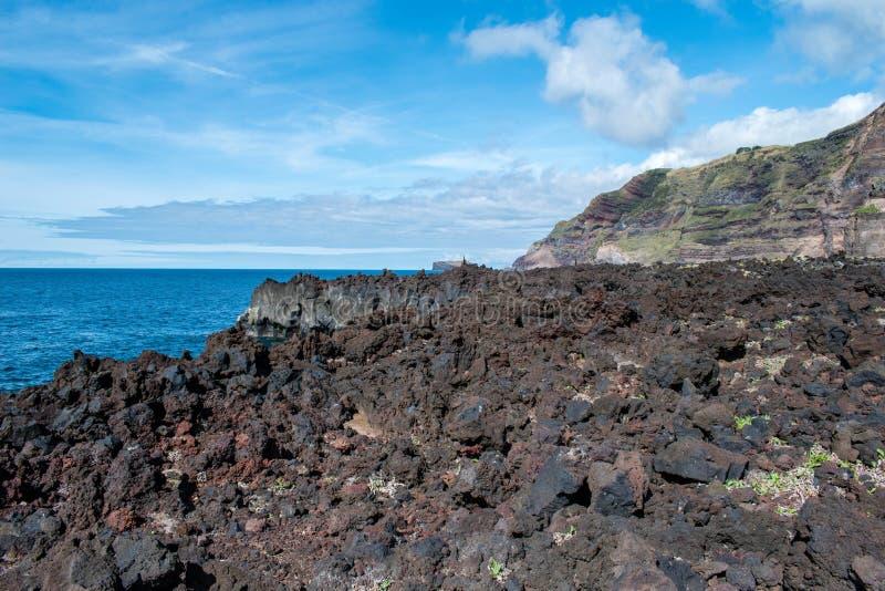 Côte de lave chez Ponta DA Ferraria, Açores photographie stock