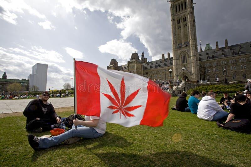 Côte du Parlement 420 - activistes de marijuana image stock