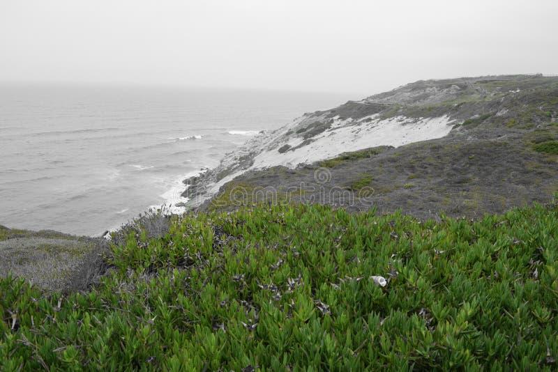 Côte du Portugal faisant face à l'Océan Atlantique photographie stock