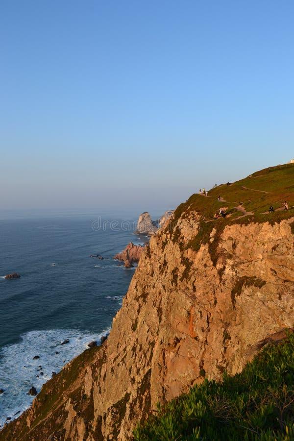 Côte et falaises de l'Océan Atlantique roca du DA Portugal de cabo images libres de droits