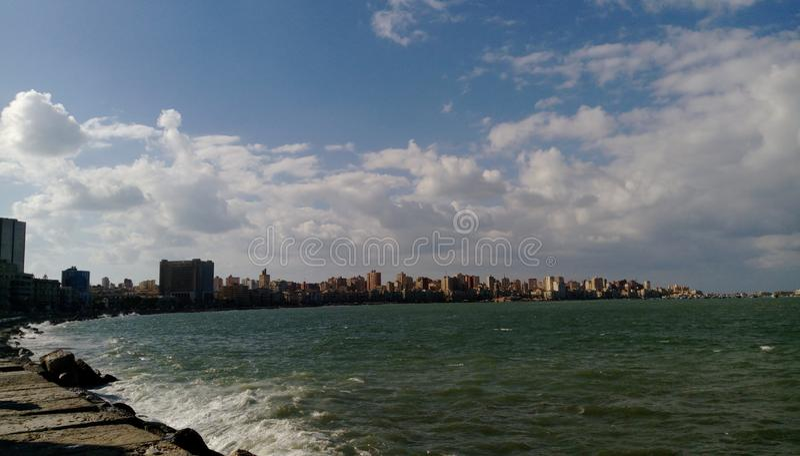 Côte méditerranéenne en Alexandria Mid de jour image stock