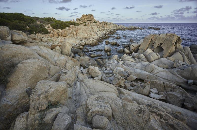 Côte rocheuse de la Sardaigne du sud photographie stock libre de droits