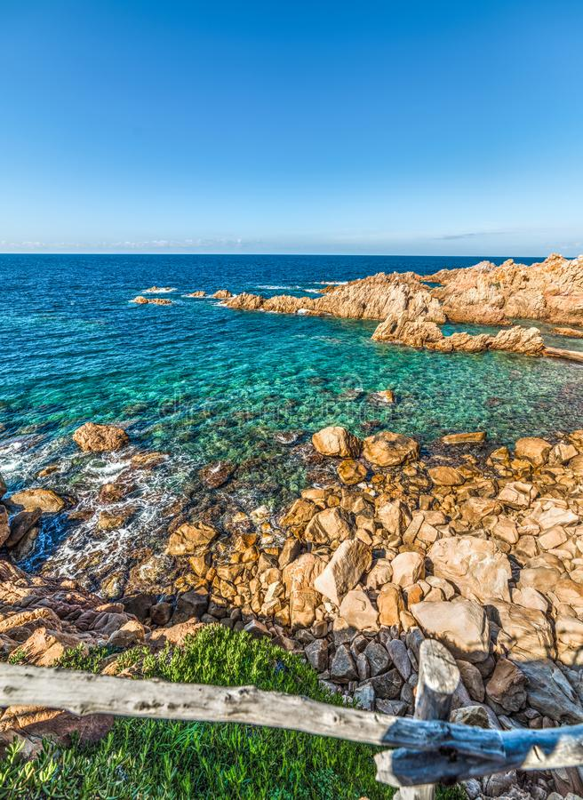 Côte rocheuse en Costa Paradiso image libre de droits