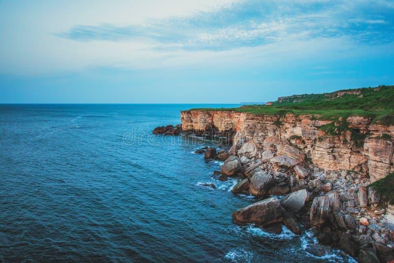 Côte rocheuse sur le cap Kaliakra, la Mer Noire, Bulgarie photos libres de droits