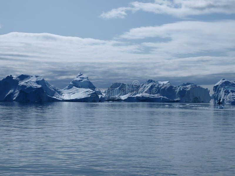 Côte sud d'Ilulissat d'icebergs, Groenland. photo stock