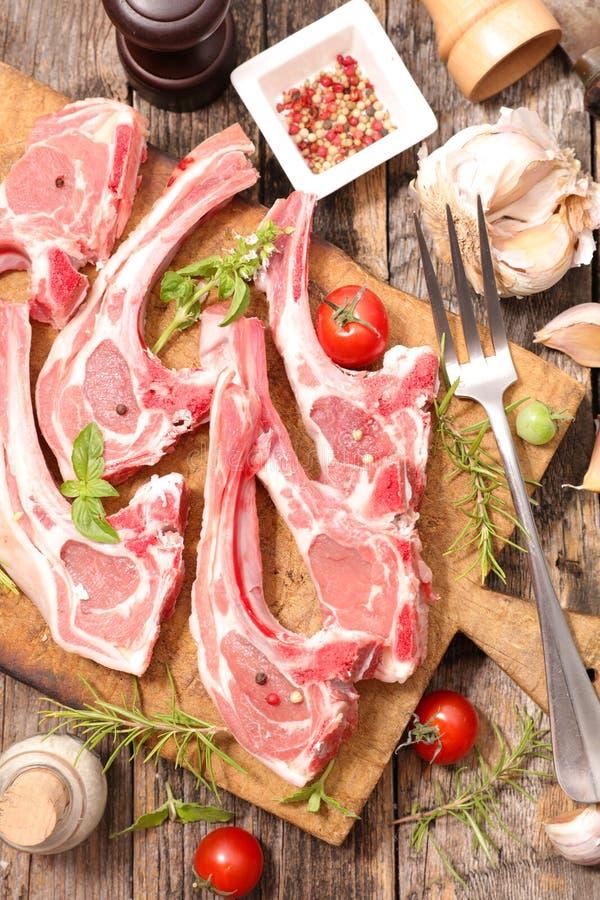 Côtelette d'agneau crue image stock