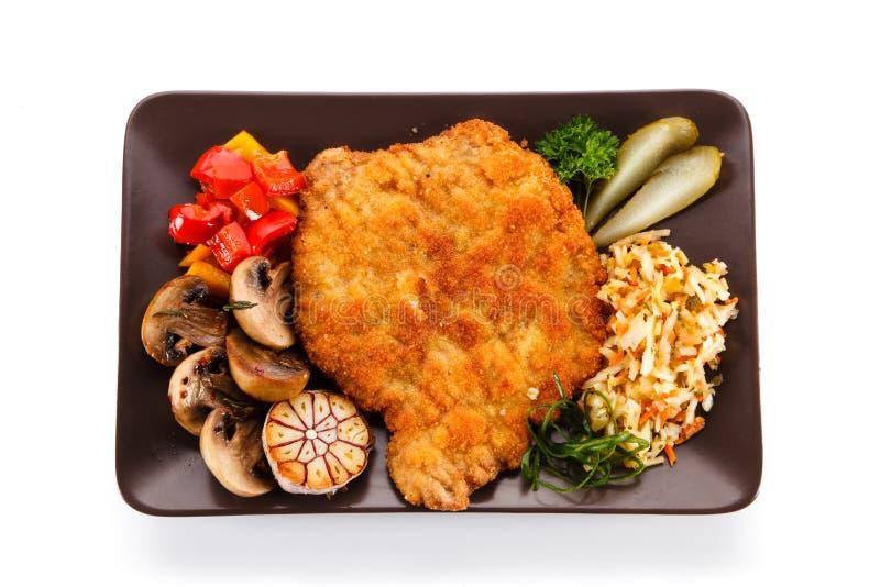 Côtelette de porc frite avec des légumes image stock