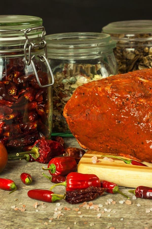 Côtelette de porc marinée Sauce à piments Préparation pour griller Porc frais photographie stock