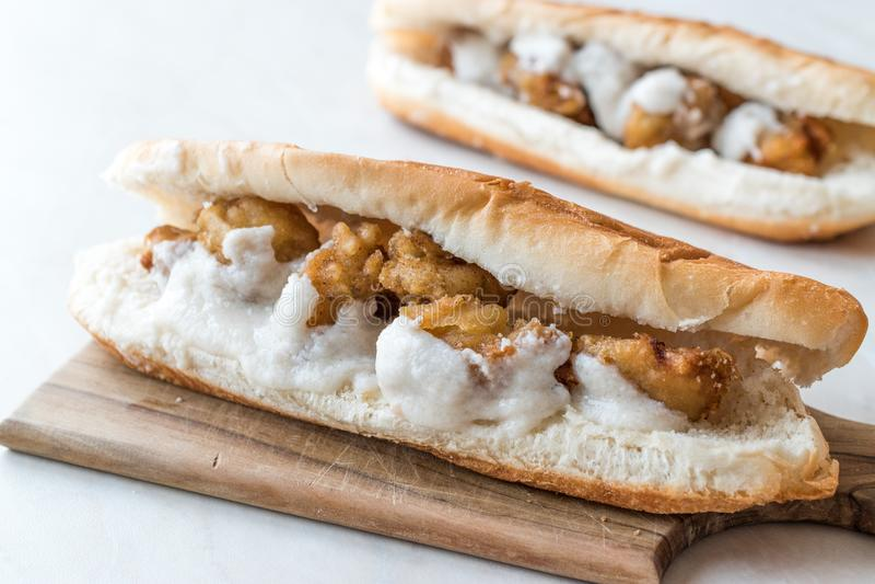 Côtelette turque de nourriture de rue Fried Mussels/Midye Tava Sandwich photos stock