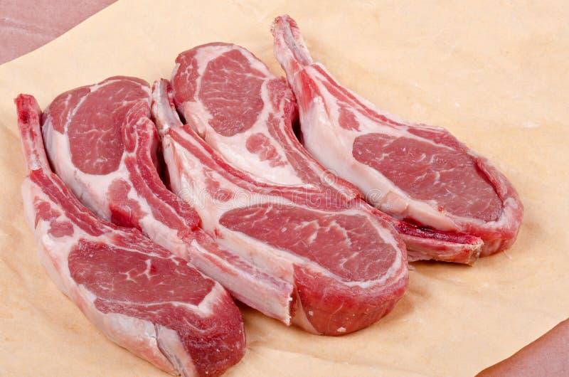 Côtelettes d'agneau crues images stock