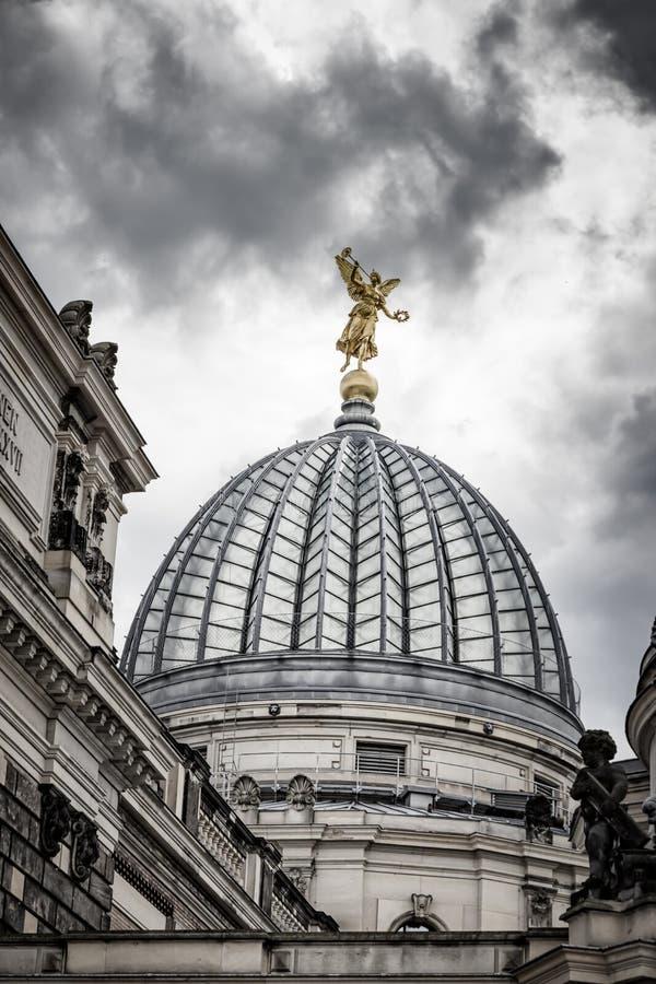 Cúpula do Albertinum e do céu bonito Museu da arte moderna Dresden, Alemanha imagem de stock
