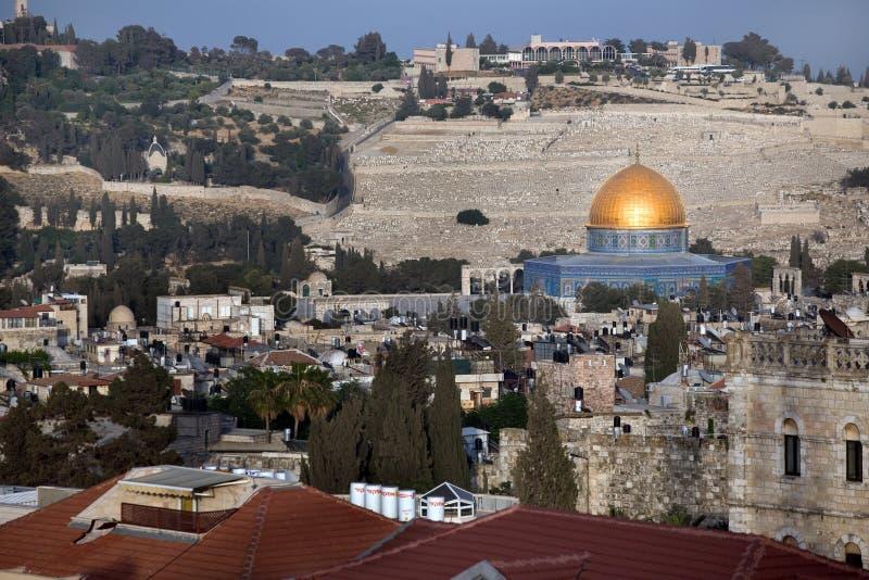Cúpula do ouro da mesquita de Omar no templo mo foto de stock