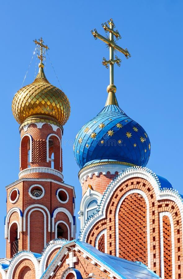 Cúpulas de la iglesia ortodoxa rusa fotos de archivo