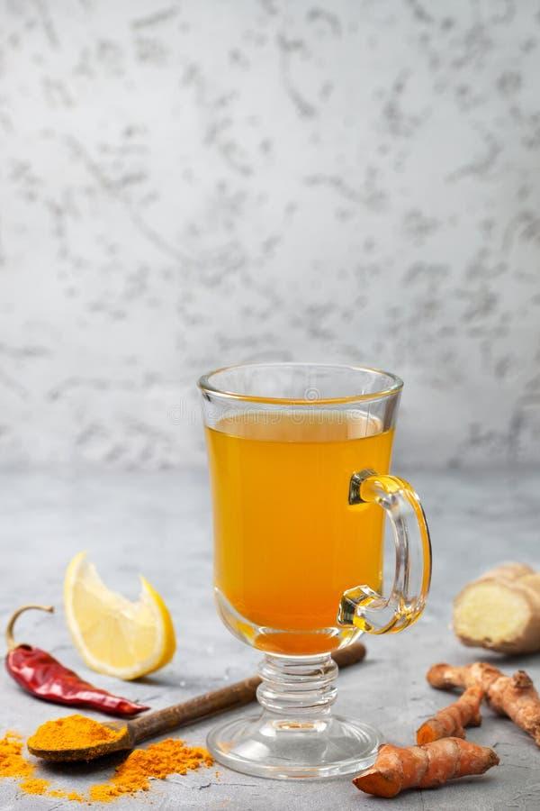 Cúrcuma de la bebida del Detox foto de archivo libre de regalías