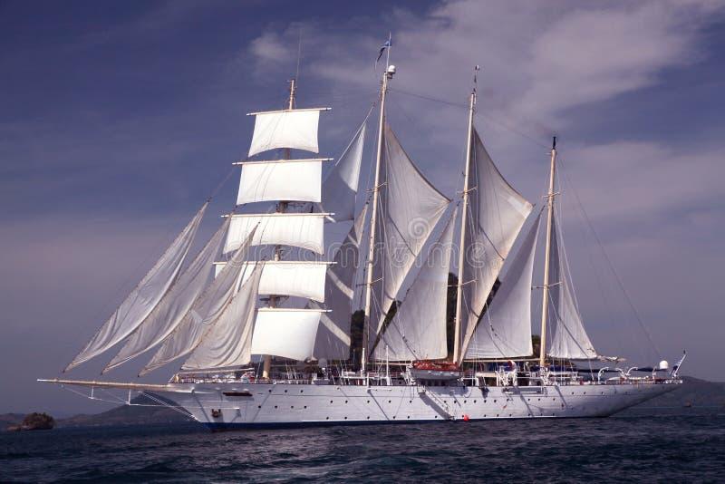 Download Cążki Folujący żagla Statek Zdjęcie Stock - Obraz złożonej z maritimer, rejs: 13341008