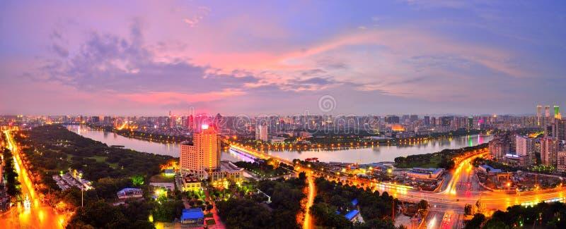 C'è un tramonto rosso sopra Nanning, il Guangxi immagini stock libere da diritti