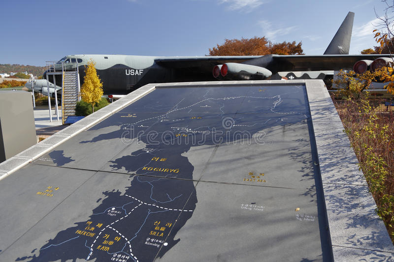 C-123提供者朝鲜战争运输和地图, (美国),韩国, ginyeomgwan的Jeonjaeng, Yongsan东,汉城,南Ko的战争纪念建筑 免版税库存图片