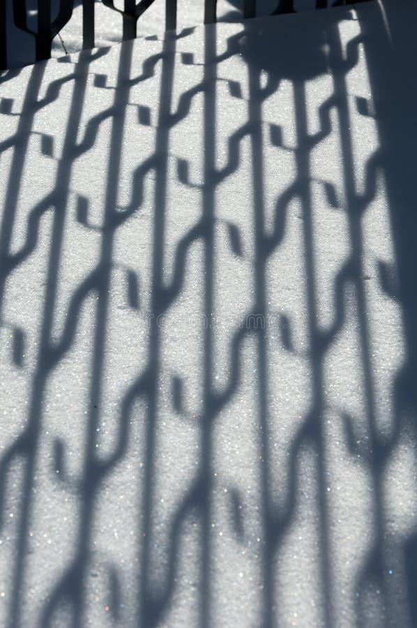 33c 1月横向俄国温度ural冬天 背景砖老纹理墙壁 阴影的反射在t的 库存图片