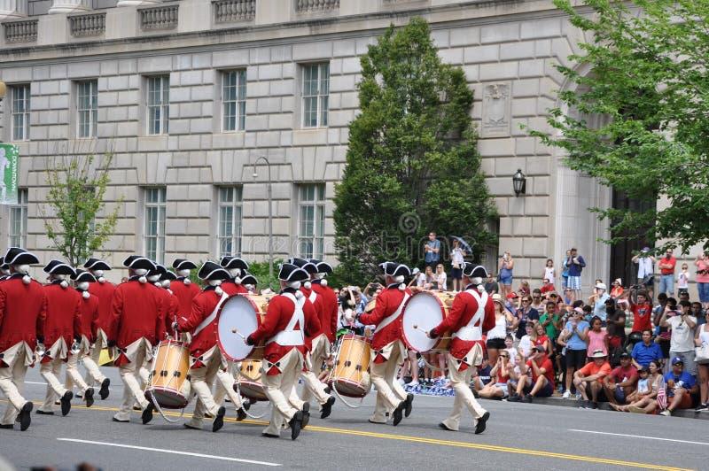 c d华盛顿 C - 2017年7月4日:2017国民美国独立日游行2017年7月4的鼓笛和鼓军团参加者日是 免版税图库摄影