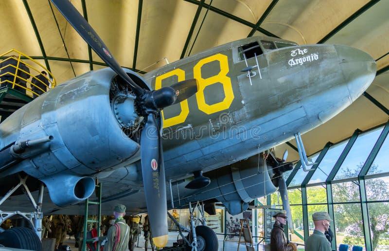 C-47 de Douglas en el museo aerotransportado en Sainte simple Eglise en Normandía Francia imágenes de archivo libres de regalías