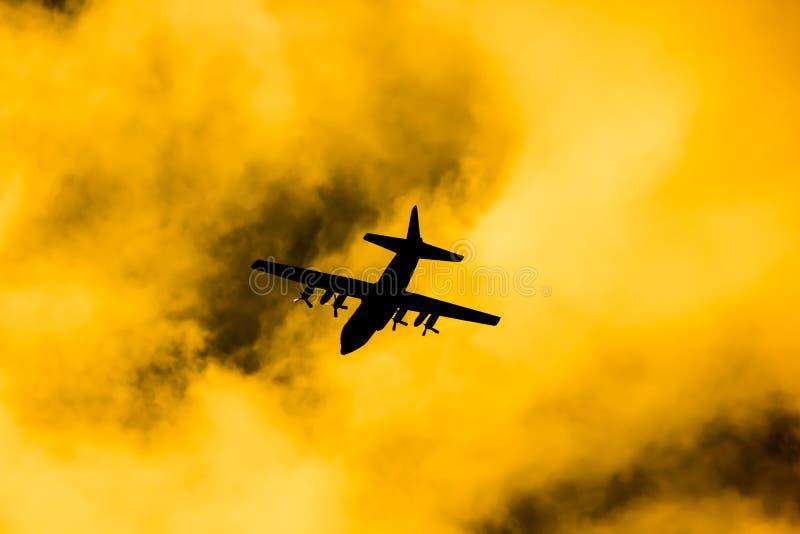 C-130 de l'Arm?e de l'Air tha?landaise royale images libres de droits