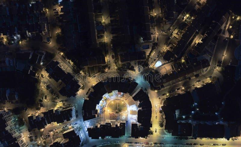 C'est la vue de nuit de la petite ville appelée Manta Rota image libre de droits