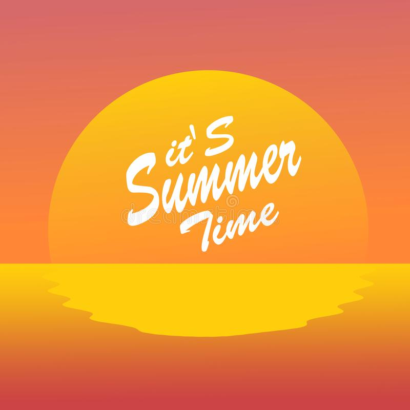 C'est plage de coucher du soleil d'heure d'été Lettrage d'?t? photo libre de droits