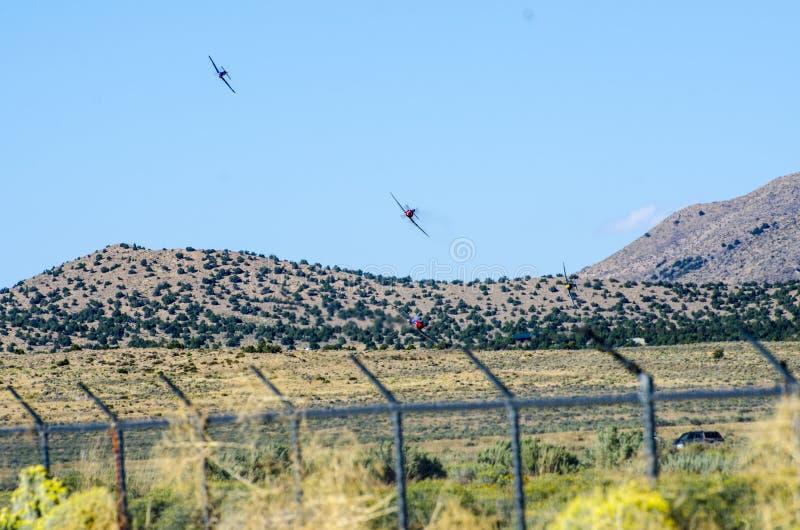 C'est un beau jour pour qu'un avion vole plus de vous a vu l'avion image stock