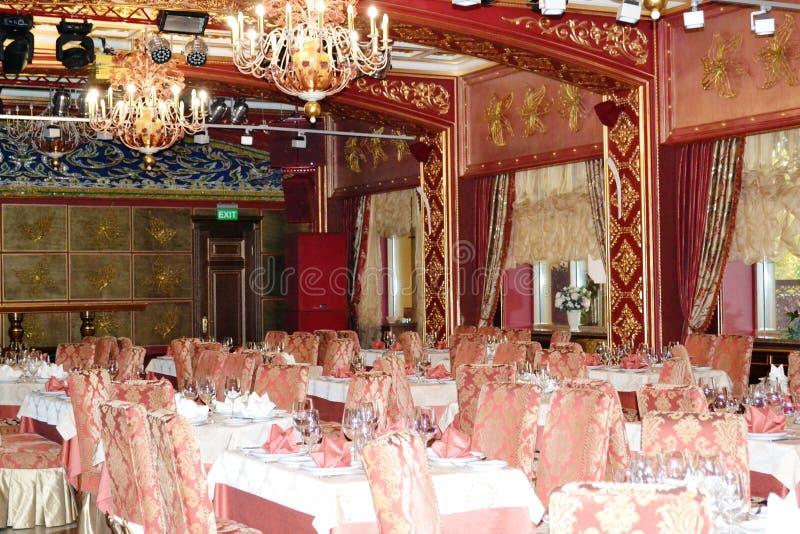 C'est un intérieur luxueux du restaurant photographie stock libre de droits