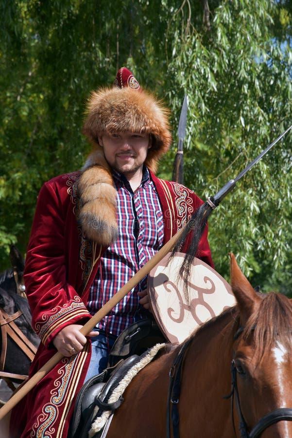 C?l?bration de Sabantui ? Moscou Un homme dans le costume traditionnel photo libre de droits