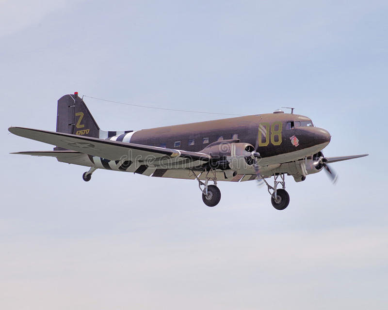 C-47 med att landa för dag Dteckning royaltyfri bild